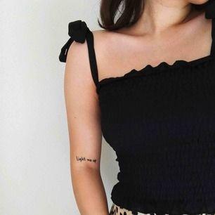 Jättegulligt linne från Gina Tricot, säljer då jag inte använder den så ofta. Perfekt nu för sommaren.