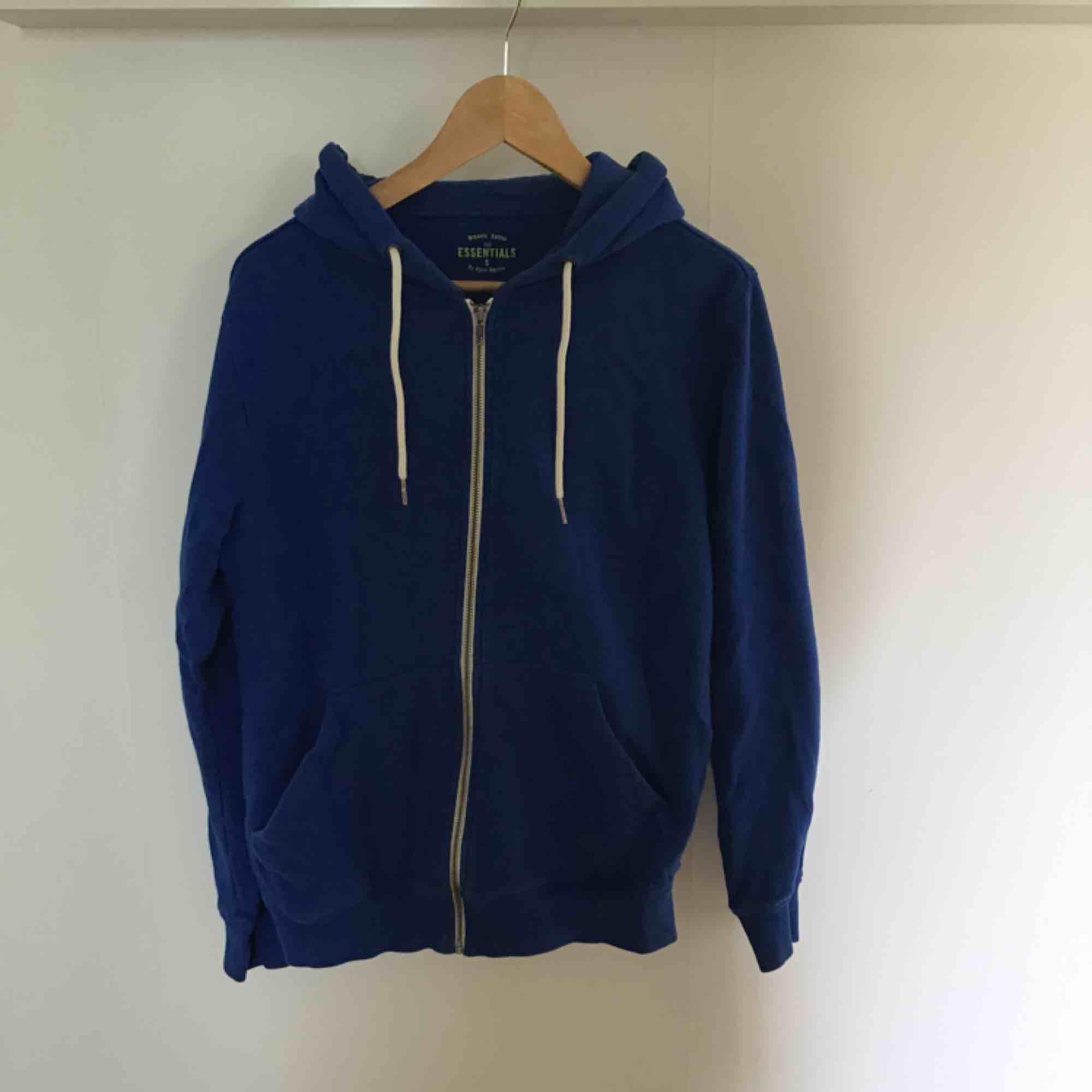 Blå hoodie. Huvtröjor & Träningströjor.