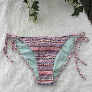 Bikinitrosor från Victoria's Secret i storlek M. Endast testade.  Köparen står för frakten, kan eventuellt mötas upp i Vimmerby.