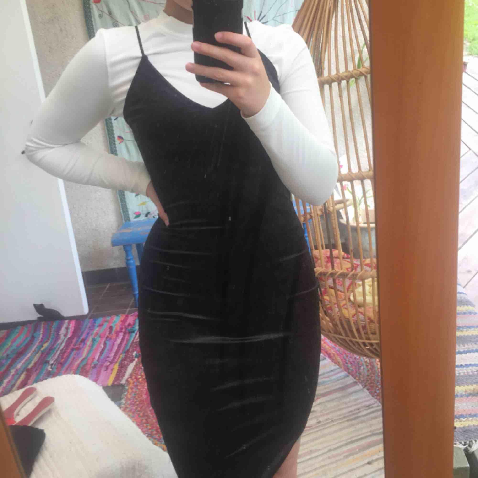 Super fin helt ny klänning från bik bok, skönt material ( bild 3 ) med lite stretch, köpare står för frakt :). Klänningar.