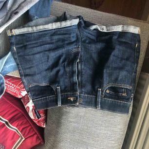 Mörkblå shorts från abercrombie. Köpta för ca 400kr och de är i bra skick!