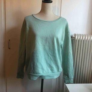 Mintgrön sweatshirt köpt på Primark i London, storlek 42. Möts upp i Skellefteå, annars fraktar jag.❇️(30+frakt)❇️