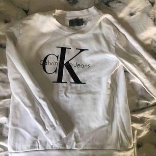 Äkta Calvin Klein tröja. Använd 2-3 gånger, perfekt skick. Säljer för endast 200 kr