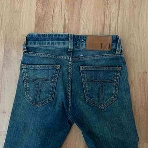 Tiger Of Sweden Jeans! Köpta för några år sedan! Lite utsvängda men tighta vid rumpan och låren! Köpare står för frakt 💘