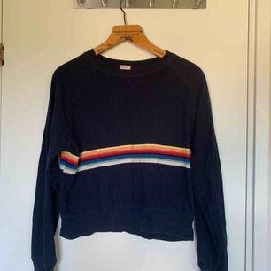 Fin mörkblå sweater från Brandy Melville!!