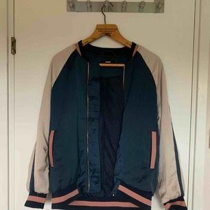 Cool tunnare jacka från bikbok! Köpare står för frakt