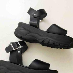 Coola sandaler!! Köpare står för frakt på 99:-