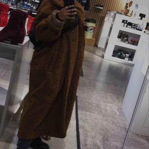 Oversized kappa i teddy ( helt ny skick) säljer på grund av att det blev lite för långt på mig. trendig this  pic doesn't do it justice.