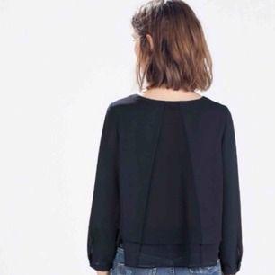 Marinblå blus från Zara. Storlek S. Frakt på 36kr tillkommer!! 🧚🏼♀️🧚🏼♀️