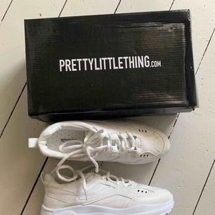 Storlek 5. Helt nya skor från prettylittlething