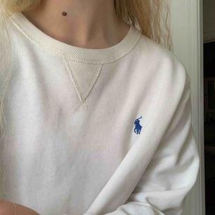 croppad ralph lauren tröja! storlek L men använts som oversize av mig med storlek S.