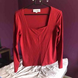 Vacker tröja från Bloomingdales! Fin urringning :) Rensar ut hela min garderob under sommaren så kika in/följ för mer!