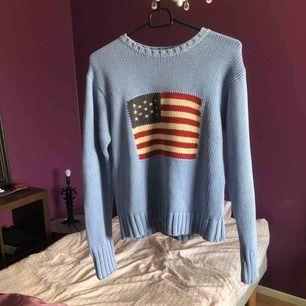 Skön stickad tröja från Ralph Lauren i fin ljusblå färg.