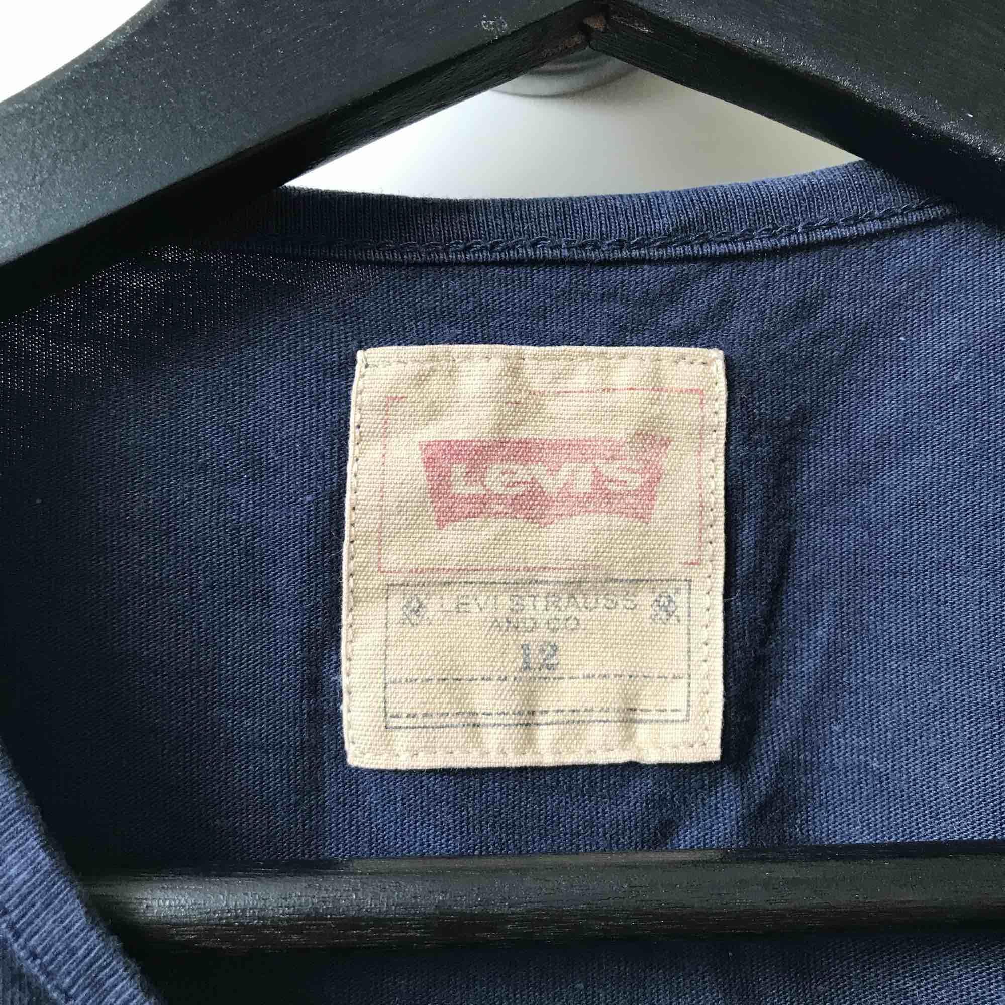 Säljer min sköna Levis T-shirt. Väldigt bra skick. . T-shirts.