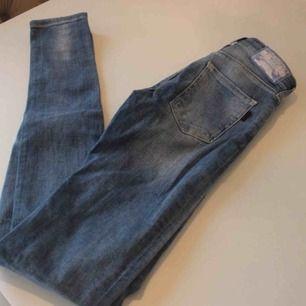 Ett par av mina favorit jeans, tyvärr små i storlek och passar inte mig! Modell Pow 2nd skin från Crocker! Kostar 600:- ☺️Frakt: 59:- 💕