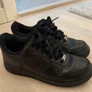 Nike air force 1. Storlek 38. Säljes pågrund av att de inte kommer till användning. Fint skick! 💖
