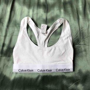 Classic Calvin Klein. Aldrig använd! Jag bjuder på frakten.