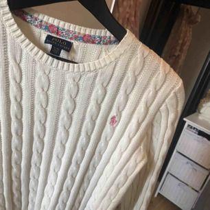 Söt stickad Ralph Lauren tröja 🥰Knappt använd. Storlek 16 år, passar xs/s. Frakt: 59:- 💕