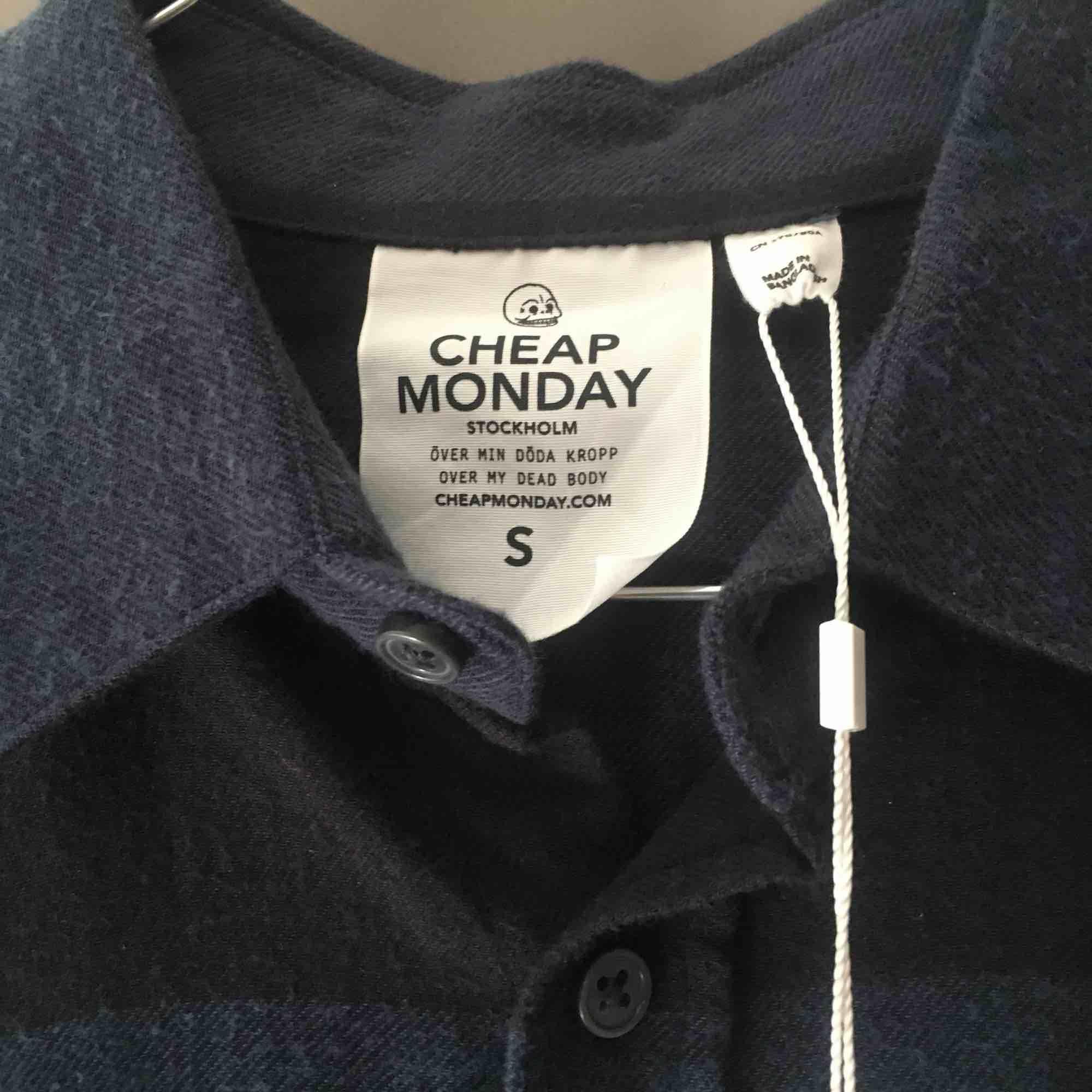 Helt ny Cheap Monday skjorta som aldrig har använts! . Skjortor.