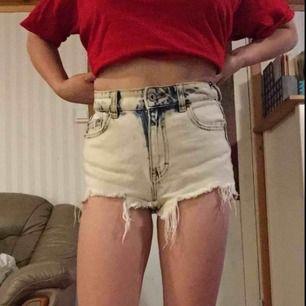 Shorts från pull&bear  (jag har storlek 36 och kan ha dem) Pris kan diskuteras vis snabb affär