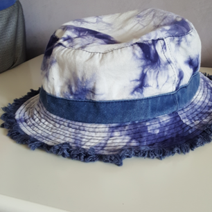 Vintage buckethat i batik. Kan skickas om köparen står för fraktkostnaden som då blir 18kr.