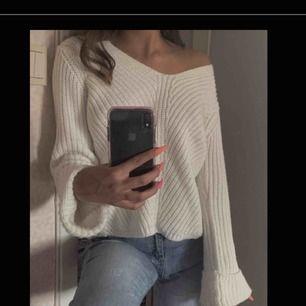 Vit stickad tröja från Gina tricot, i storlek XS köptes för 250kr men säljer för 100kr