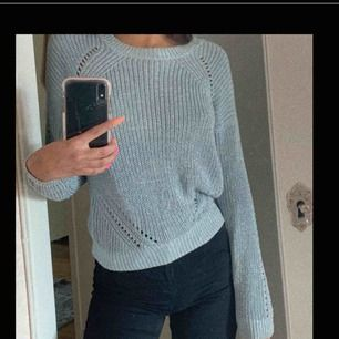 Väldigt söt stickad svagt turkosblå tröja i storlek XS