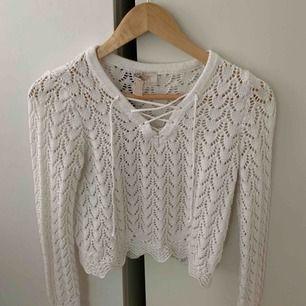 En vit fin stickad tröja ifrån HM, Storlek XS
