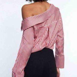 Jättefin tröja från Gina Tricot i mjukt sidenliknande material, helt oanvänd med lapparna kvar. Önskar jag kunde använda den men tyvärr fel storlek!