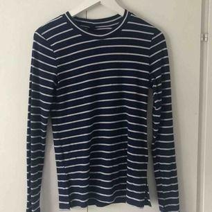 Långärmad tröja från Gina tricot. 10kr + frakt. Kan mötas upp i tranåsområdet och i Sthlm.