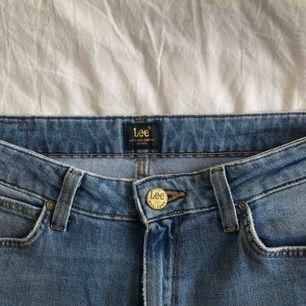 Raka jeans från lee. Lite använda och mycket fint skick