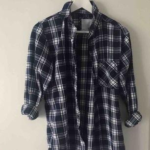 Skjorta från lager 157. 30kr + frakt. Kan mötas upp i tranåsområdet och i sthlm.