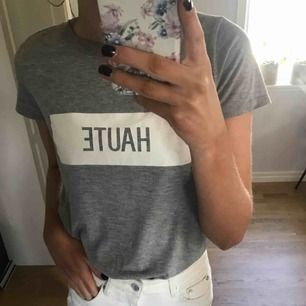 grå tshirt med tryck fri frakt & endast swish!