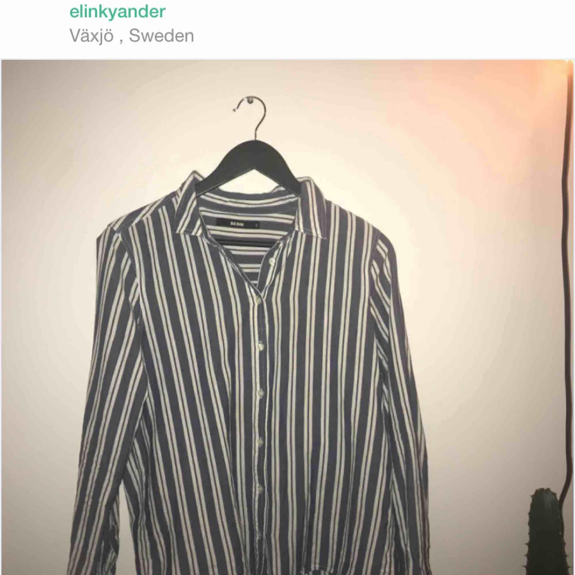 blå vit randig skjorta, endast swish!. Skjortor.