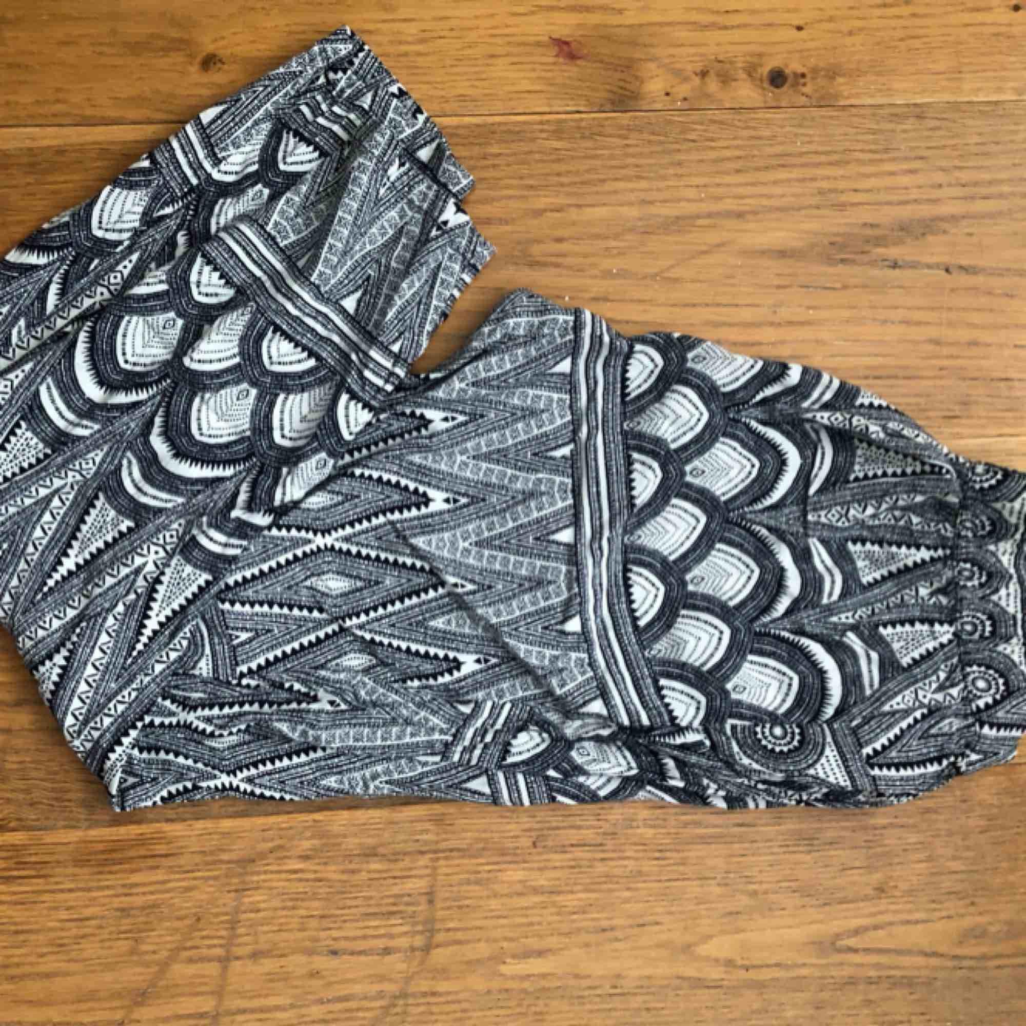 Sköna byxor, sparsamt använda, god skick. Frakt tillkommer. . Jeans & Byxor.