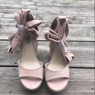 Helt nya skor från Nelly storlek 36 nypris 500kr