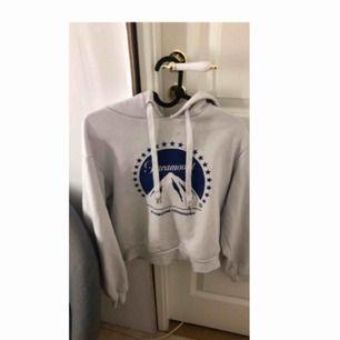 En vit hoodie från hm , andvänt ett par gånger