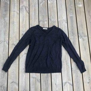 En marin blå tröja från Vila storlek S.