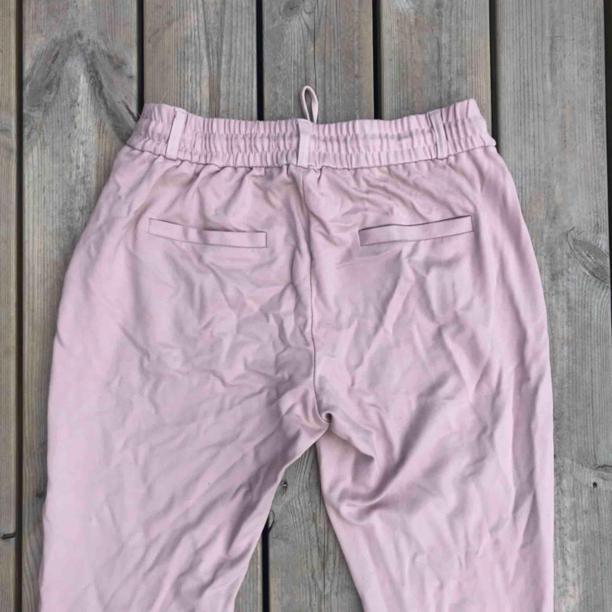 Rosa kostym byxor från NewYorker storlek M. . Jeans & Byxor.