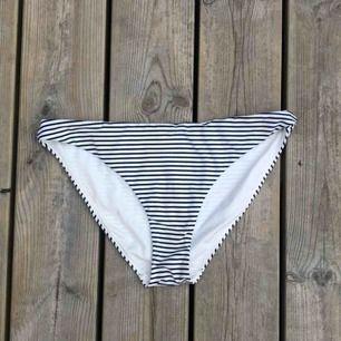 Bikini trosor från H&M, storlek M.