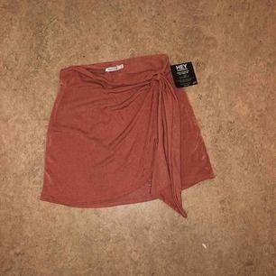 Oanvänd kjol från Nelly