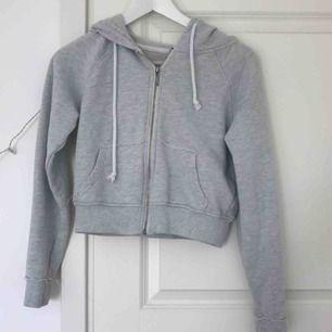 """Jättecool croppad """"hoodie"""" i fint skick🌸"""