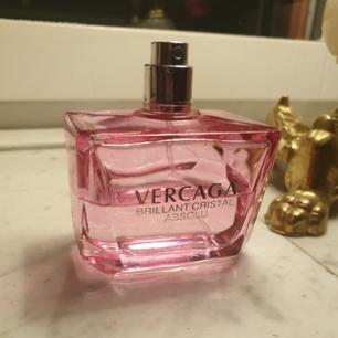 Säljer en kopia parfym 100ML hälften kvar