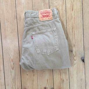 Jättesnygga Manchester Levis jeans! Bra skick och snygg färg! Pris kan diskuteras!