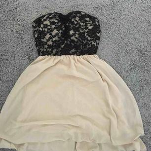 Klänning som köptes i Spanien! Kommer ej till användning längre. Skriv för intresse eller fler bilder!😁