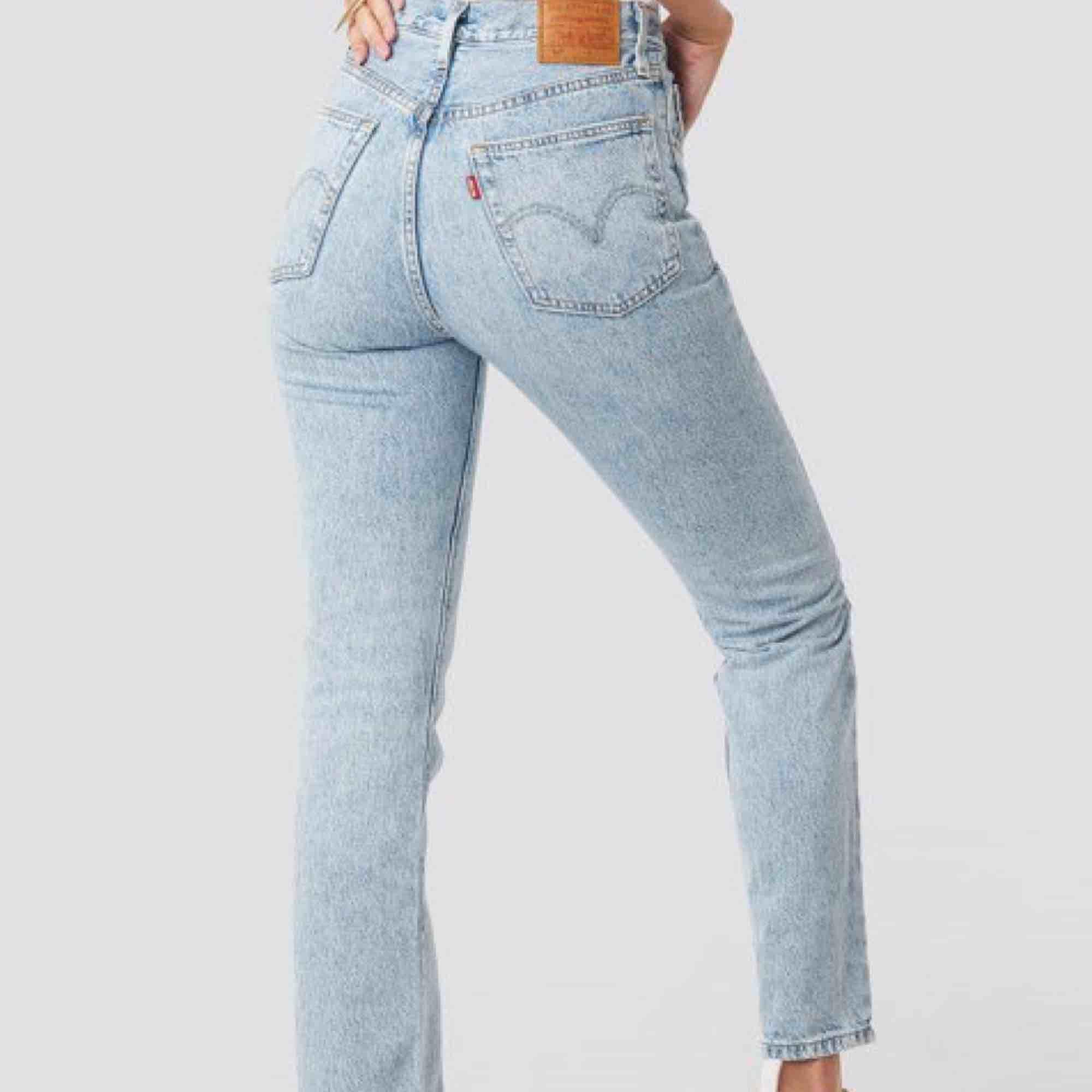 Jättesnygga Levis 501 i modellen skinny. Använd endast 3 gånger. Säljer pga för stora för mig nu.  Köpta för ca 1100. 🦋. Jeans & Byxor.
