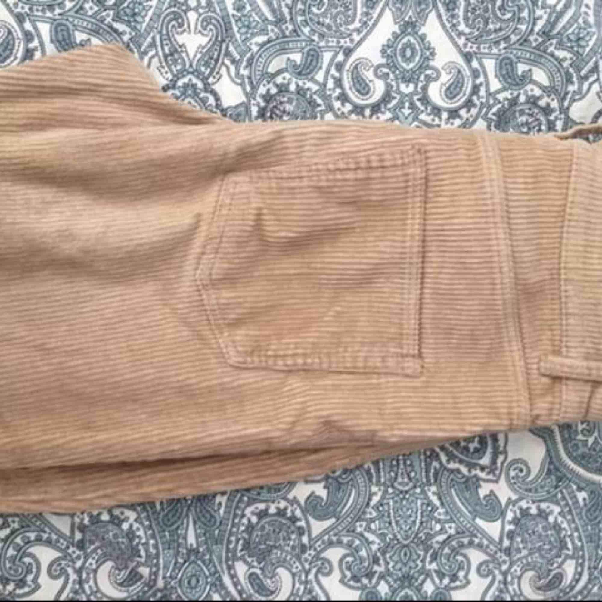 Fina manchesterbyxor! Använt de ca 10 gånger! Fint skick!🦋❤️. Jeans & Byxor.
