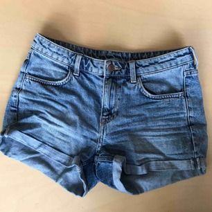 Momjeans-shorts från HM! Bra skick, knappt använda!