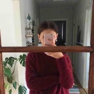 stickad tröja från Gina tricot i bra skick, köparen står för frakten!!!