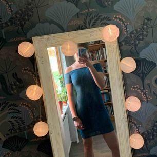 Jättefin klänning från Gina! Passar mig bra som har storlek XS/S. Frakt inräknat i priset, tar endast swish. Bara att skicka en fråga om du undrar något!